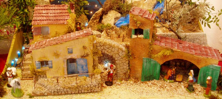 Proven al christmas nativity scenes santon figurines pastorale plays nuts and sainte barbe - Decor creche de noel provencal ...